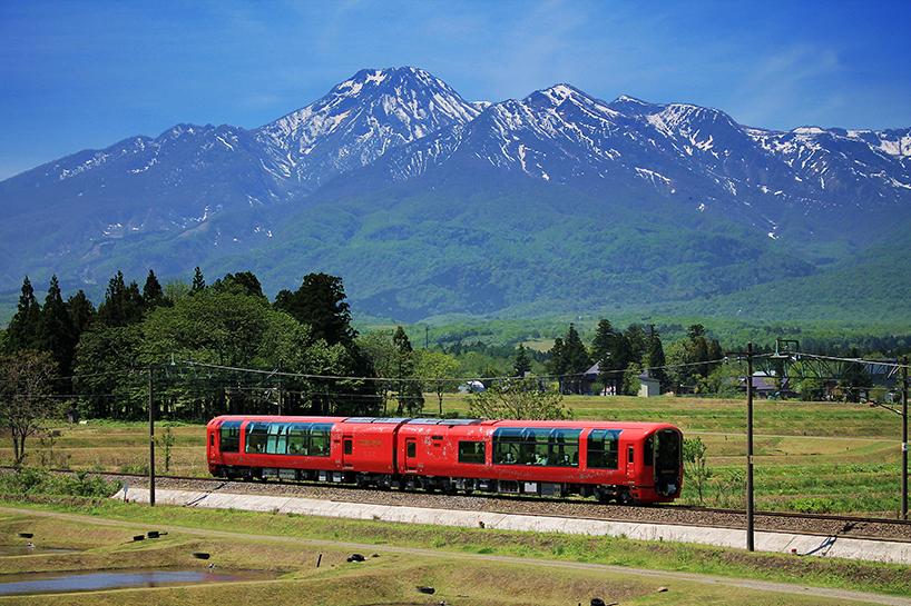 Поезд-ресторан курсирует в префектуре Ниигата в Японии
