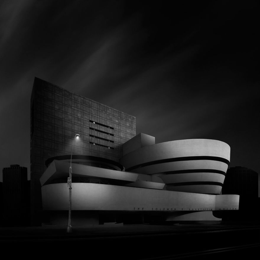 New-York Guggenheim Museum. Black & white photo.