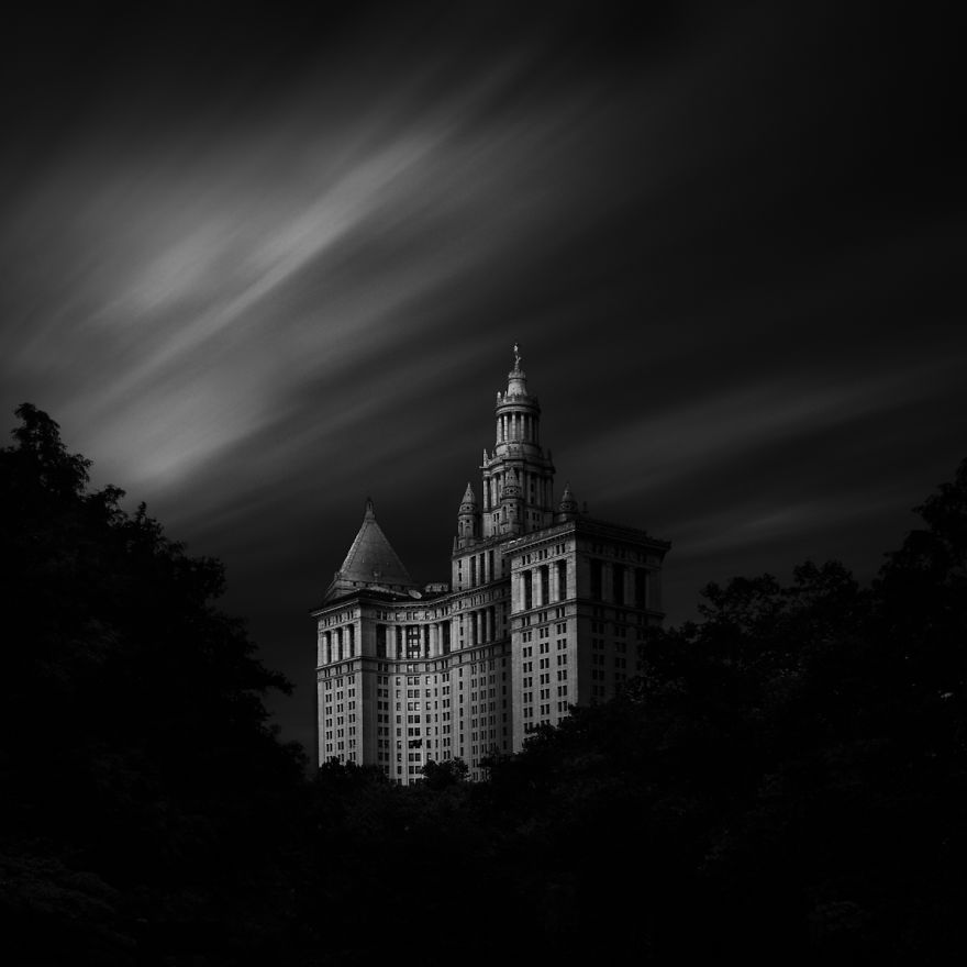 New-York Manhattan Municipal Building. Black & white photo