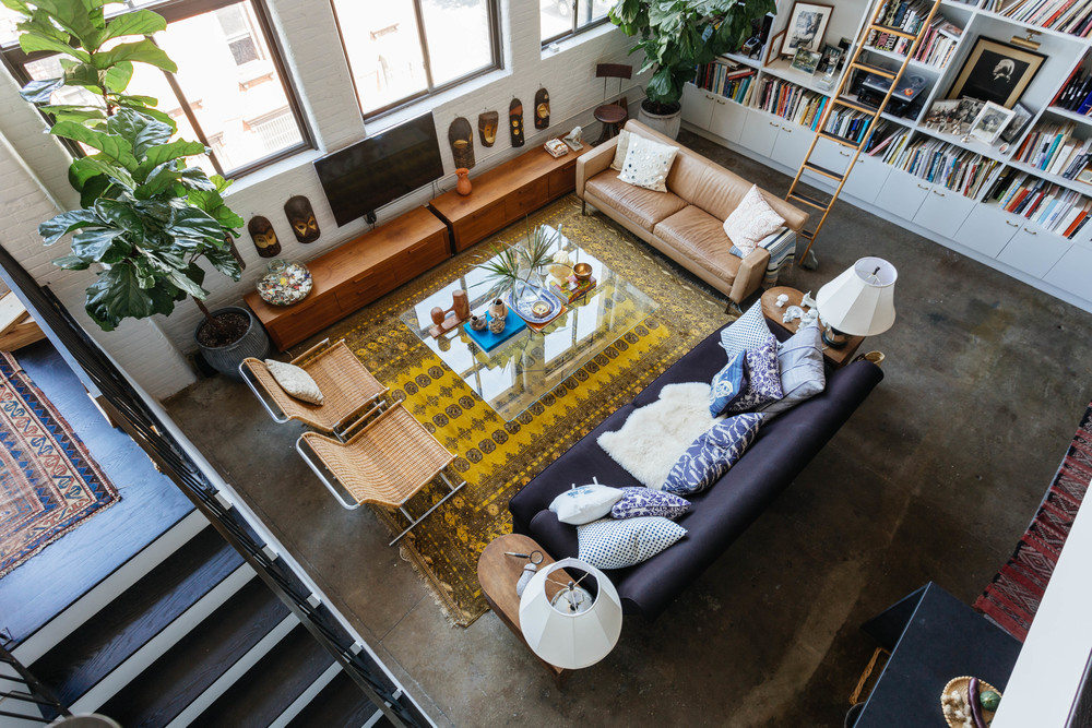 Лофт дизайн гостиной. Williamsburg Waterfront Loft by Space Exploration